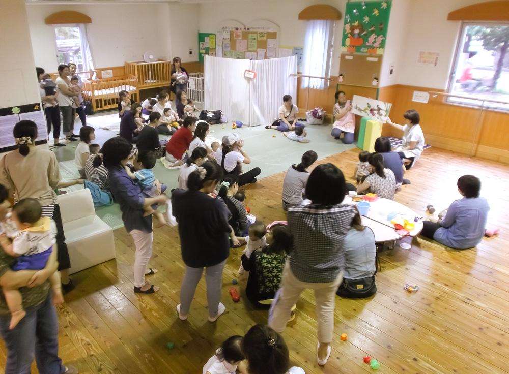 マロニエ子育て支援センター:読み聞かせの様子